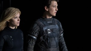 Kate Mara spiller Sue Storm, som kan lage energifelt og gjøre seg usynlig. Miles Teller er Reed Richards, som får en ekstremt elastisk kropp etter ulykken. (Foto: Fox Film).
