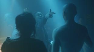 Victoria (Laia Costa), Sonne (Frederick Lau) og Boxer (Franz Rogowski) på nattklubb i En natt i Berlin (Foto: Arthaus).