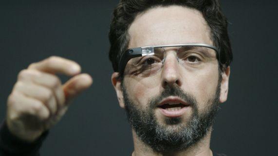 Google Glass er minemalistiske, men prinsippet er nok omtrent det samme. (Foto: AFP PHOTO/KIMIHIRO HOSHINO, NTB ScanpiX).