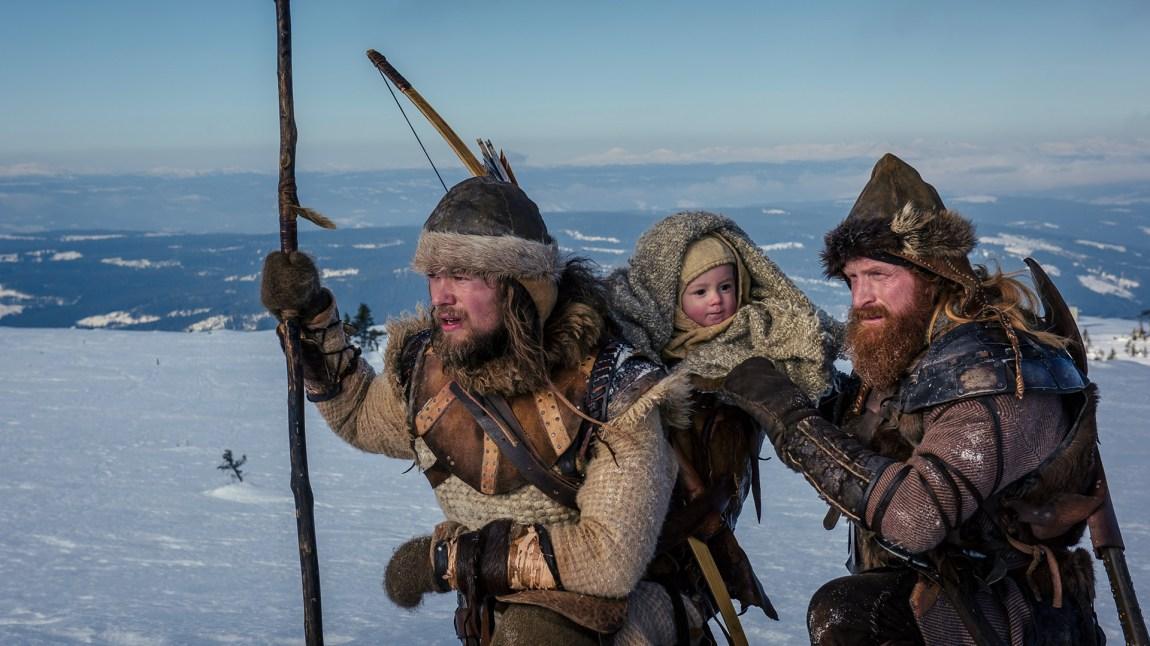 To birkebeinere og en baby. (Foto: Nordisk Film Distribusjon AS)