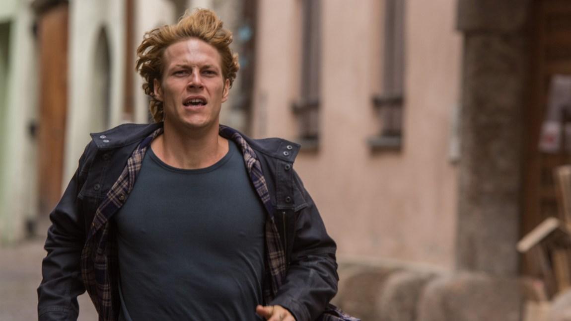 Luke Bracey må stort sett løpe, hoppe, slåss eller kjøre veldig fort på motorsykkel i Point Break.  (Foto: SF Norge)