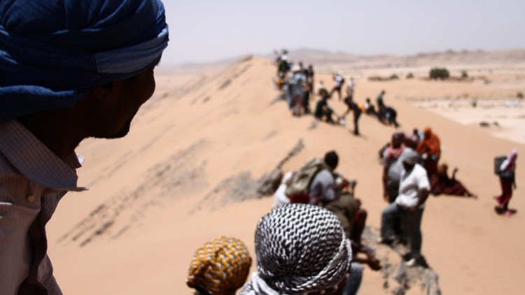 Menneskesmugling gjennom ørken i Middelhavet (Foto: Mer Filmdistribusjon).