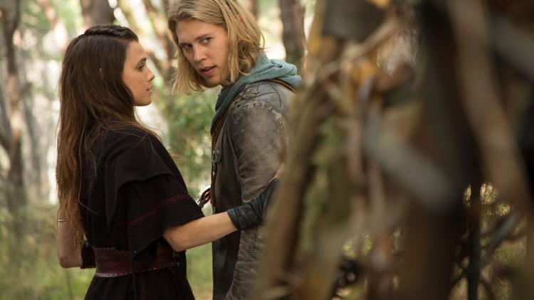 Poppy Drayton og Austin Butler i The Shannara Chronicles. (Foto: HBO Nordic).
