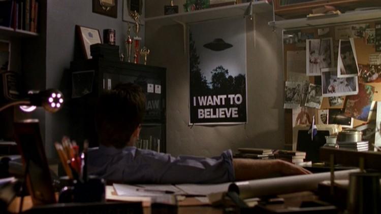 Etter serien er det ikke bare Mulder som har denne plakaten på veggen. (Foto: FOX).