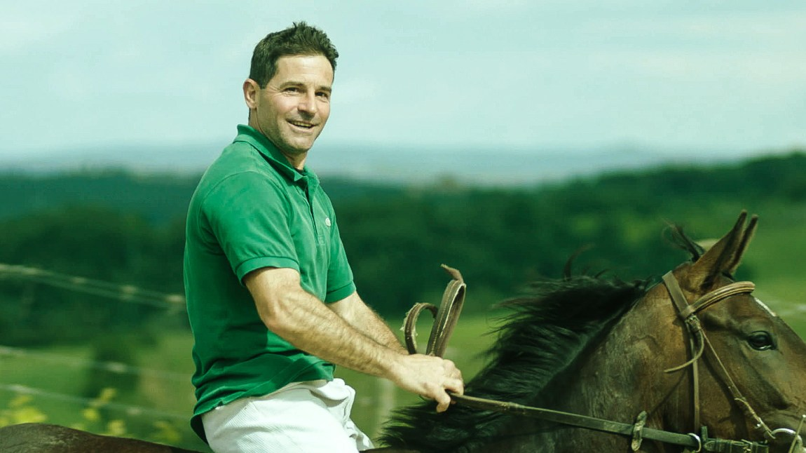 Gigi Bruschelli er en av de mektigste aktørene i spillet rundt hesteveddeløpet Palio. (Foto: Tour de Force)
