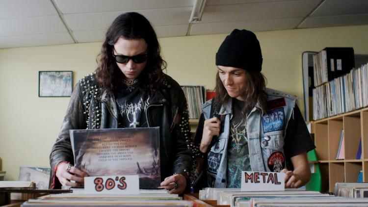 Zakk (James Blake) og Brodie (Milo Cawthorne) møtes i platebutikk i Deathgasm (Foto: Another World Entertainment Norway AS).