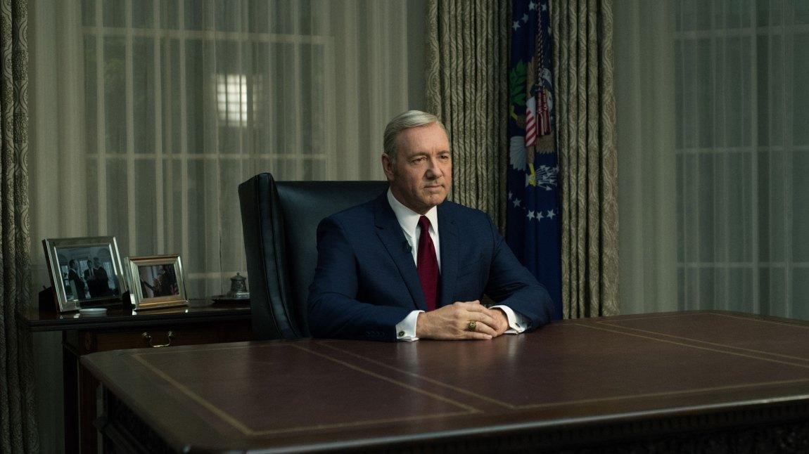 Det er ensomt på toppen for Frank Underwood (Kevin Spacey), ekstra ensomt når gamle venner vender seg mot presidenten. (Foto: Netflix)