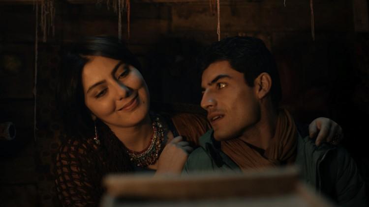Gona (Rohzin Sharifi) og Alan (Wrya Ahmed) har et hemmelig forhold i El Clasico (Foto: Euforia/Hene films).
