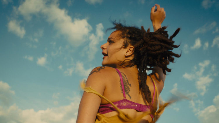 Nykommer Sasha Lane storspiller i American Honey (Foto: Festival de Cannes).