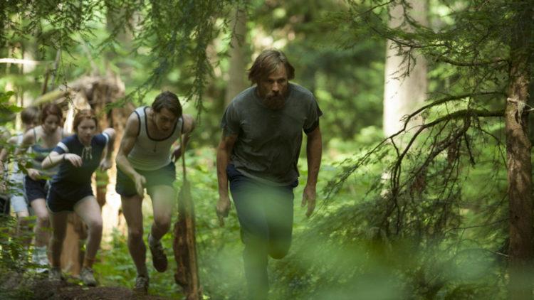 Ben (Viggo Mortensen) driver barna sine hardt i Captain Fantastic (Foto: Norsk Filmdistribusjon).