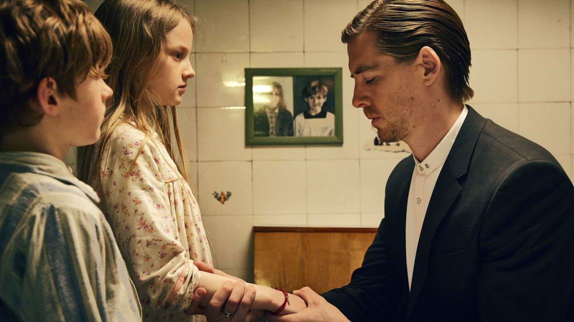 Johannes (Pål Sverre Hagen) er ikke menighetens frommeste lam. (Foto: Nordisk Film Distribusjon AS)