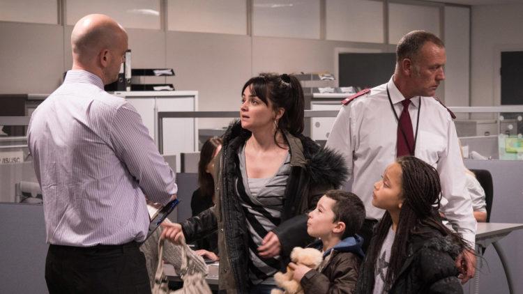 Katie (Hayley Squires) og barna hennes møter et rigid velferdssystem i I, Daniel Blake (Foto: Festival de Cannes).
