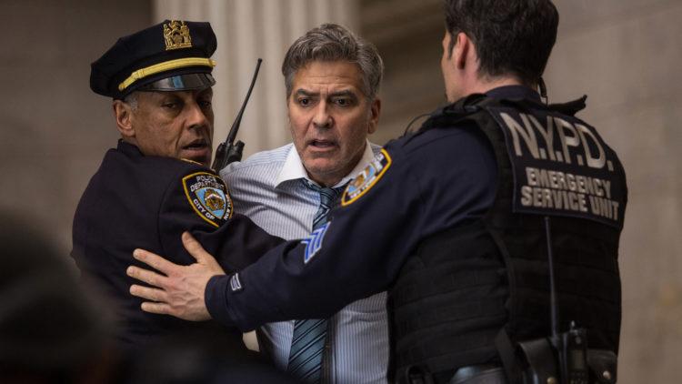 George Cloony spiller finans-tv-verten Lee i Money Monster (United International Pictures).