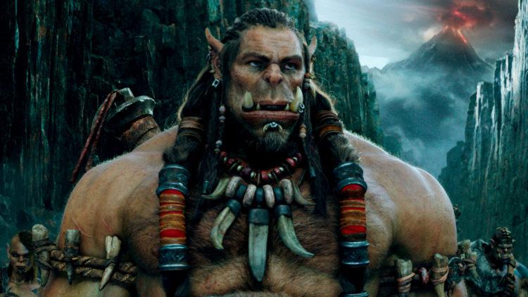 Durotan (Toby Kebell) vurderer et opprør i Warcraft: The Beginning (Foto: United International Pictures).