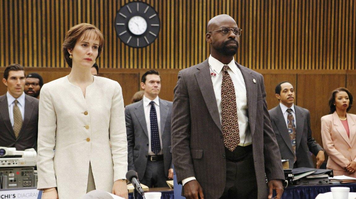 Sarah Paulson og Sterling K. Brown er veldig gode som påtalemyndighetens advokater Marcia Clark og Christopher Darden. (Foto: TV3, FX)