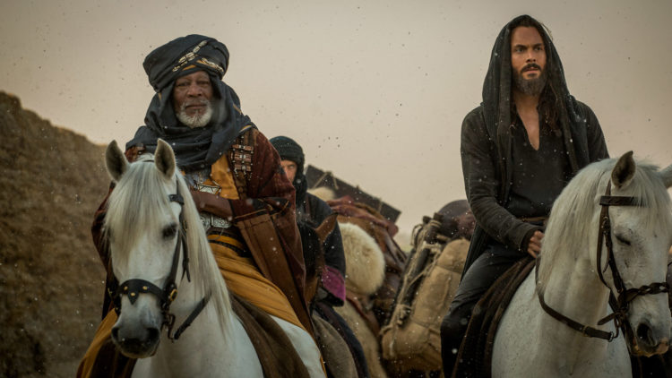 Ilderim (Morgan Freeman) og Judah Ben-Hur (Jack Huston) samarbeider i Ben-Hur (Foto: SF Norge).