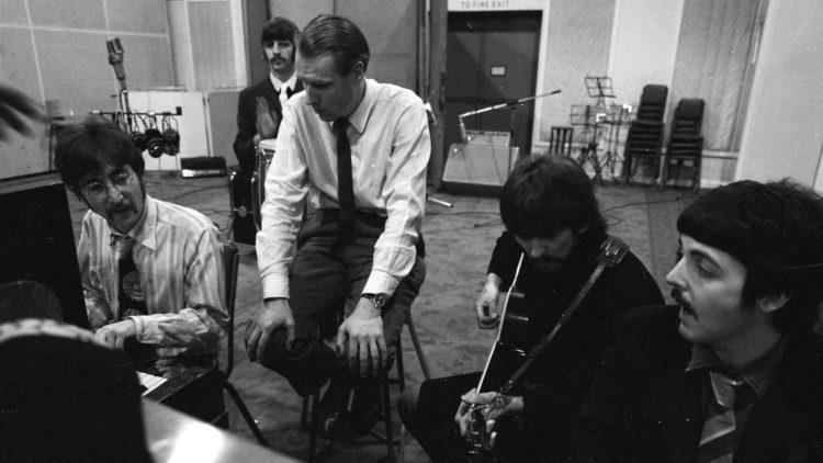 Vi får se og høre hvordan bandet samarbeider med produsent George Martin i The Beatles: Eight Days a Week - The Touring Years. (Foto: Apple Corps Ltd.)
