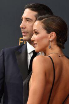 David Schwimmer og Zoe Buckman ankommer Microsoft Theatre. (Foto: AFP PHOTO / Robyn Beck, NTB Scanpix).