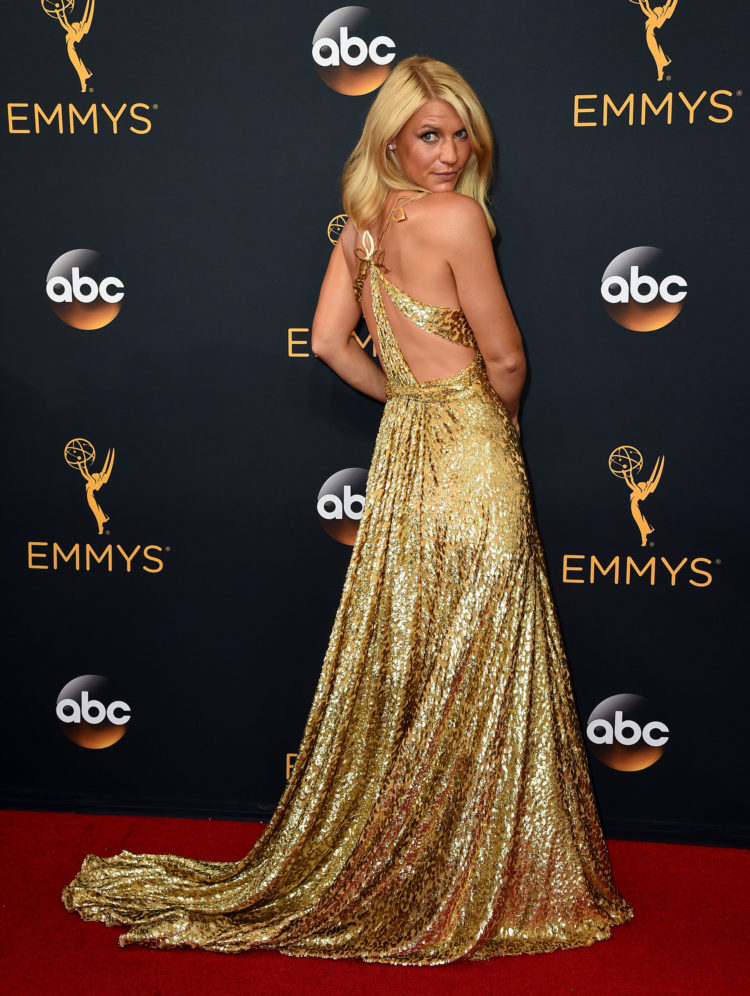 Claire Danes så fabelaktig ut i gull! Foto:  Jordan Strauss/Invision/AP, NTB Scanpix).