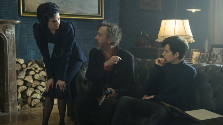 Eva Green, Tim Burton og Asa Butterfield under innspillingen av Miss Peregrine's Home For Peculiar Children. (Foto: 20th Century Fox)