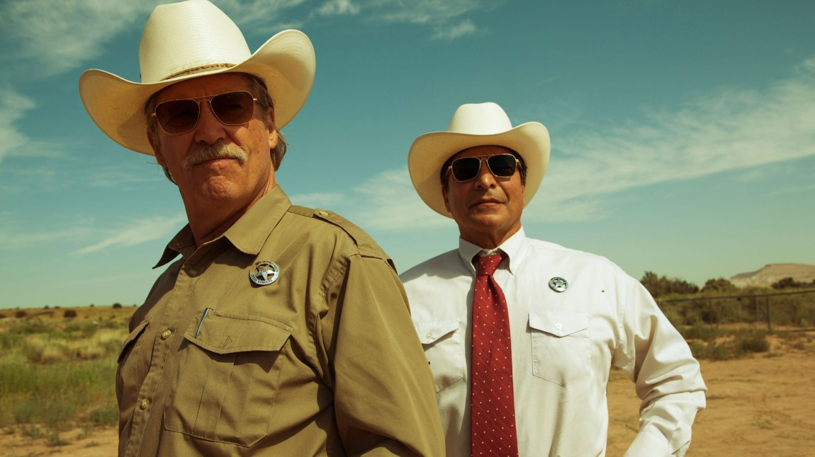 Texas Rangerne Marcus Hamilton (Jeff Bridges) og Alberto Parker (Gil Birmingham) i Hell or High Water (Foto: Norsk Filmdistribusjon)