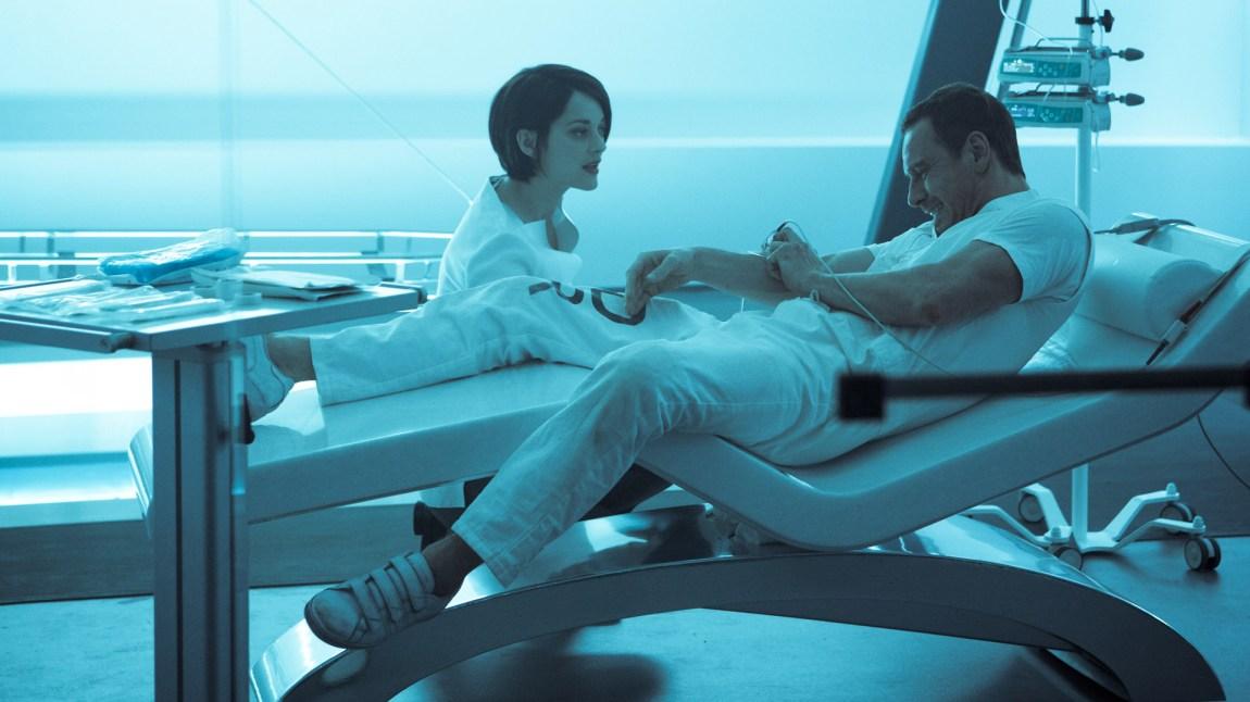 Sofia Rikkin (Marion Cotillard) og Cal Lynch (Michael Fassbender) prøver å finne ut hvor Edens eple er gjemt i Assassin ' s Creed. (Foto: 20th Century Fox)