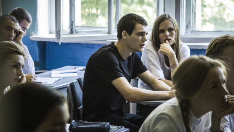 Veniamin (Pyotr Skvortsov) skaper kaos i skoleklassen i Disippelen. (Foto: AS Fidalgo)