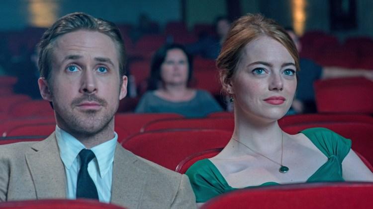En tidlig kinodate mellom Sebastian (Ryan Gosling) og Mia (Emma Stone) i La La Land. (Foto: Nordisk Film Distribusjon AS)