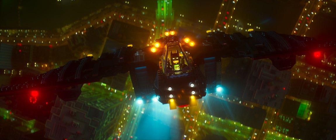 Batmobilen er selvfølgelig med i mange forskjellige varianter i Lego-Batman-filmen. (Foto: SF Studios).