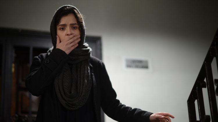 """Rana (Taraneh Alidoosti) blir sjokkert av en hendelse i """"En handelsreisende"""". (Foto: Norsk Filmdistribusjon)"""