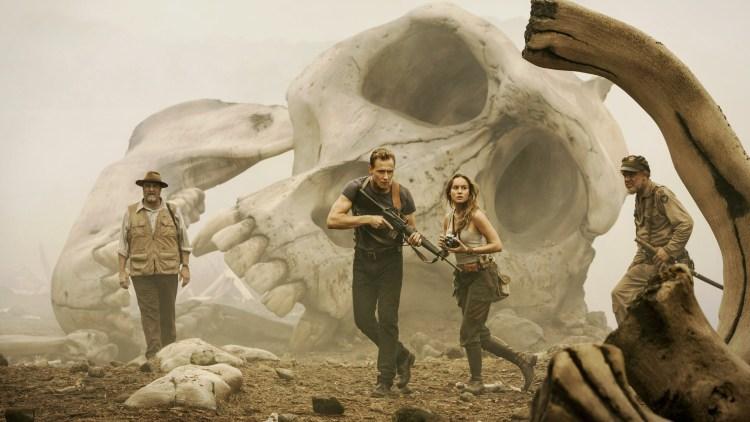 """John Goodman, Tom Hiddleston, Brie Larson og John C. Reilly i """"Kong: Skull Island"""". (Foto: SF Studios)"""