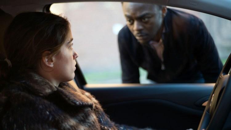 "Jenny (Adèle Haenel) trues av en hallik (Marc Zinga) i ""Kvinne, ukjent"". (Foto: Arthaus)"