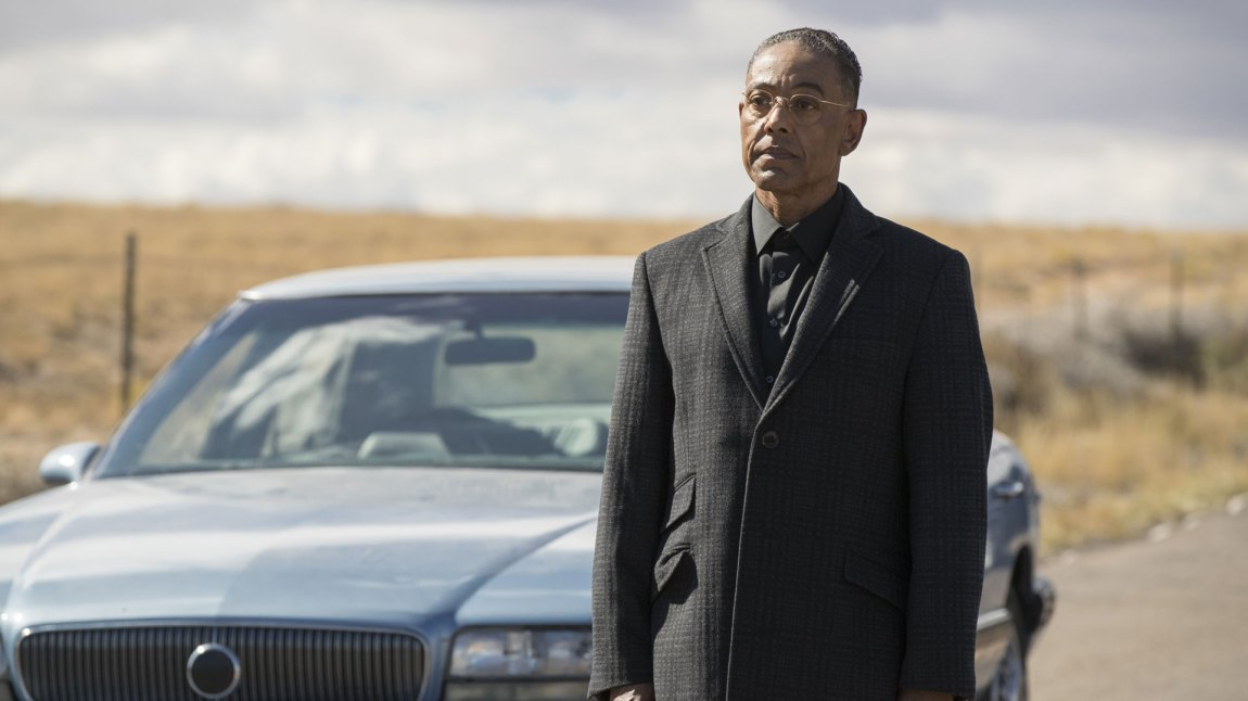Selveste Gus Frings dukker opp i sesong 3 av Better Call Saul.  Et sikkert tegn på at vi nærmer oss punktet hvor Jimmy blir til Saul.  (Foto: Netflix, Sony Pictures Television)