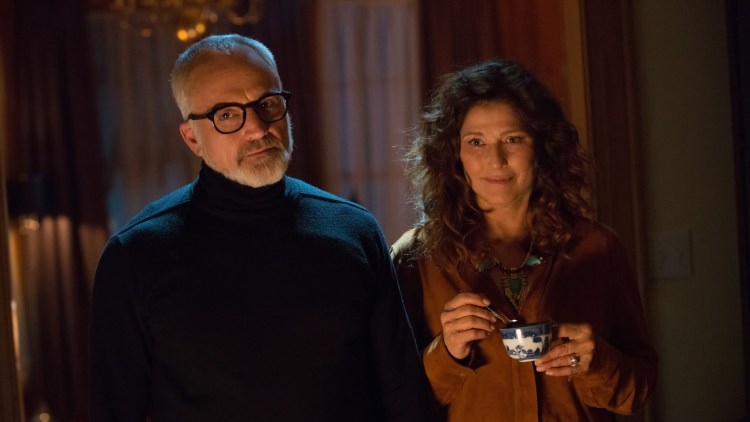 "Roses pappa Dean (Bradley Whitford) og mamma Missy (Catherine Keener) i ""Get Out"". (Foto: United International Pictures)"