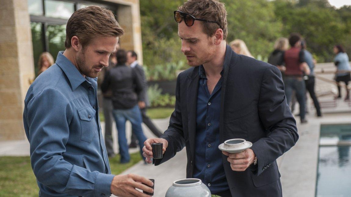 Musikeren BV (Ryan Gosling) blir venner med musikkbransjemannen Cook (Michael Fassbender) i Song to Song. (Foto: SF Norge)