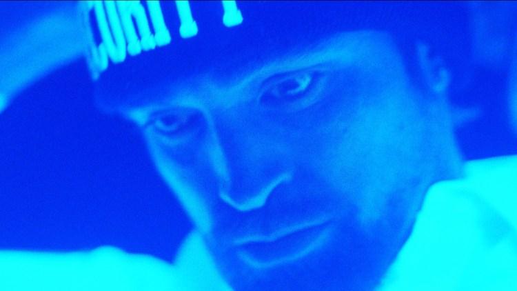 """Robert Pattinson ble ikke gjenkjent under innspillingen av """"Good Time"""". (Foto: Elara Pictures)"""