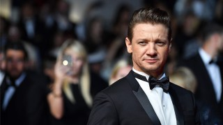 http://p3.no/filmpolitiet/wp-content/uploads/2017/05/Jeremy-Renner-Cannes-2.jpg