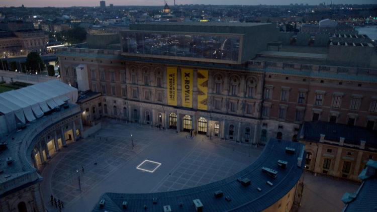 """Her er ruta firkant som skal innby mennesker til å resonnere over sitt eget ansvar som medmennesker i """"The Square"""". (Foto: Arthaus)"""