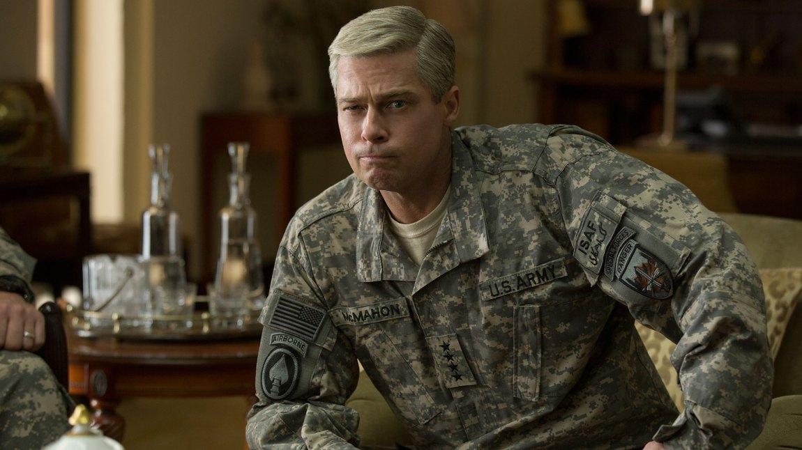 Brad Pitt har et anstrengt ansiktsuttrykk store deler av filmen. (Foto: Netflix)