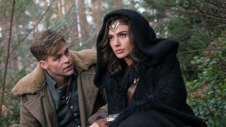 """Steve Trevor (Chris Pine) og Diana (Gal Gadot) oppsøker første verdenskrigs slagmarker i """"Wonder Woman"""". (Foto: SF Studios)"""