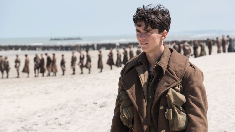 Fionn Whitehead spiller unge Tommy i Dunkirk. (Foto: SF Norge)