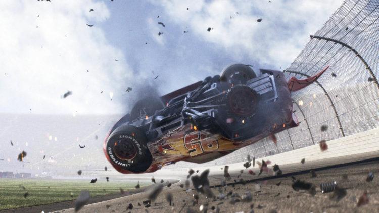 """En fryktelig ulykke setter Lynet McQueens karriere på vent i """"Biler 3"""". (Foto: The Walt Disney Company)"""