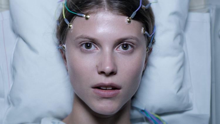 Eili Harboe trer virkelig frem som en av våre aller mest spennende skuespillere i Thelma. (Foto: SF Norge)