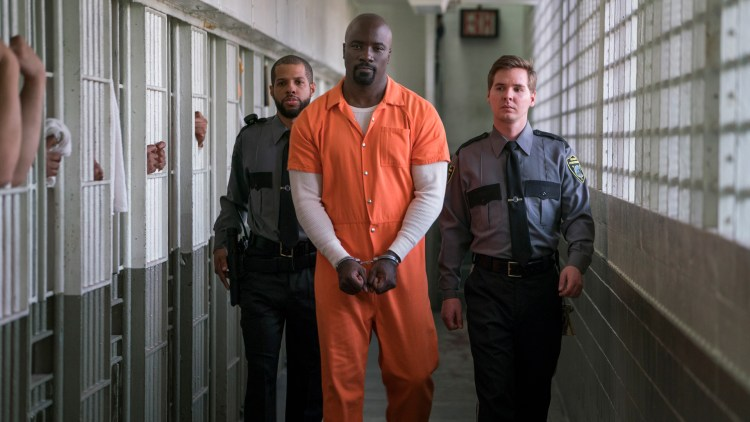 Mike Colter som Luke Cage i The Defenders. (Foto: Netflix).