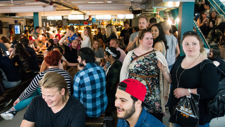 Utestedet Work-Work i Trondheim var stappfullt av Game of Thrones-entusiaster kommet for å se Kristofer Hivju. (Foto: Lars Haugdal Andersen, NRK P3).