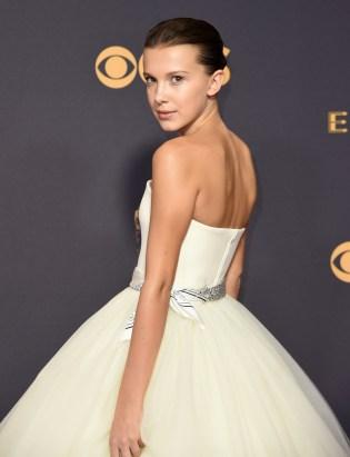 Millie Bobby Brown ser ut som ei prinsesse ? (FOTO: Richard Shotwell/Invision/AP)