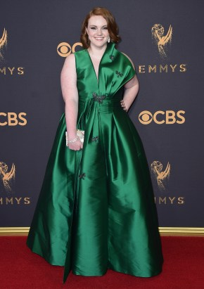 Shannon Purser nailer denne grønne kjolen ?(FOTO: Jordan Strauss/Invision/AP)