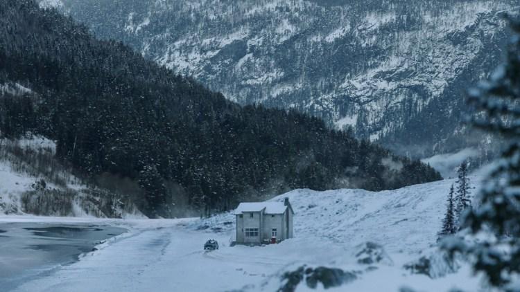 Typiske landskapskjøringer er det mange av i Snømannen. (Foto: United International Pictures)