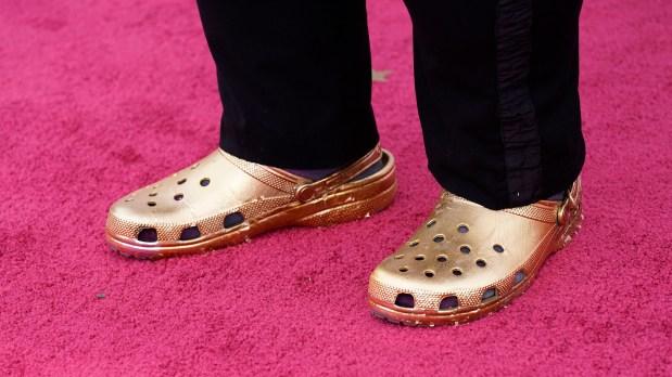 MEN GULL PÅ FØTTENE: Questlove gikk for Crocs under Oscar-utdelingen. FOTO: Chris Pizzello / AP Photo / Pool / NTB.