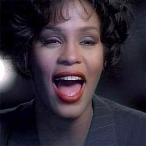 """Whitney Houston sang """"I Will Always Love You"""" i 1992. Foto: Skjermdump fra video."""